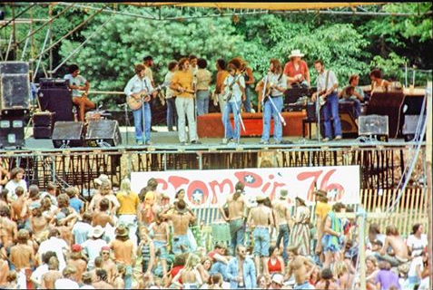 Stompin' 76 stage and fans